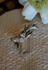 Pewter finish hat pin depicting 3-dimensional deer head.