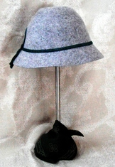 Hat children's grey felt.