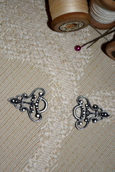 Dirndl Hooks Antique Silver per Pair