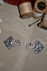 Dirndl Hooks Large Leaf (Sold in Pairs)