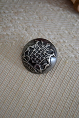Metal Button Crest; 1 inch
