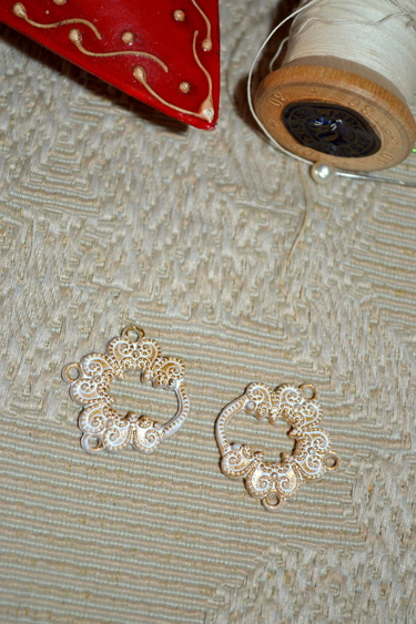 Dirndl Hooks Loop Whitewashed Gold (Pair)