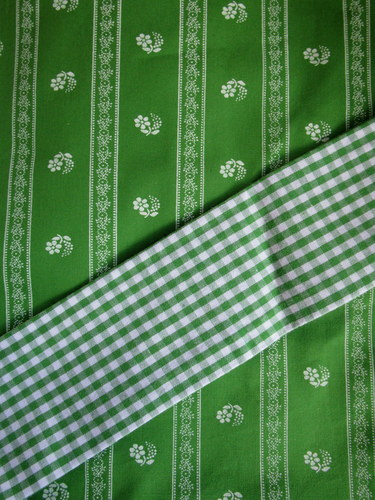 Cotton_apron_size_m_spring_green_with_checked_ties